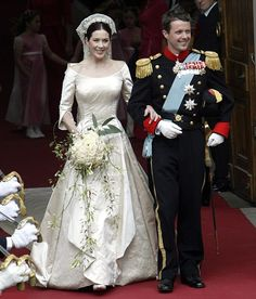 Classic style with a twist...on her wedding day in 2003, Princess Mary worn an ivory duchess satin dress made by Danish designer Uffe Frank, and opted out of wearing a tiara