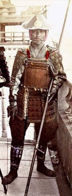 Samurai in armor wearing a jingasa, Usui Shusaburo Studio (ca). Ronin Samurai, Samurai Weapons, Samurai Armor, Arm Armor, Era Meiji, Katana, Geisha, The Last Samurai, Japanese Warrior