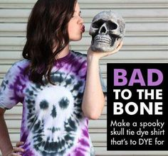Here are some easy-to-make last minute projects tro make for Halloween! Halloween is less than two weeks away, but in our crafty world that means there is still PLENTY of Make A Tie, How To Tie Dye, Diy Tie Dye Shirts, Diy Shirt, Diy Tank, Looks Halloween, Halloween Diy, Halloween Costumes, Halloween Horror