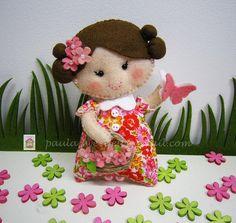 ♥♥♥ ♥♥♥ Esta é a Flor, uma menina que gosta de borboletas no seu jardim... by sweetfelt  ideias em feltro, via Flickr