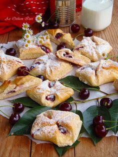 Meggyes túrós batyu Hungarian Cookies, Hungarian Desserts, Hungarian Cake, Hungarian Cuisine, Hungarian Recipes, Pastry Recipes, My Recipes, Favorite Recipes, Sweet Cookies