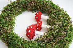 Please Note: DIY: Moss Toadstool Wreath