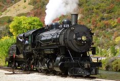 Hop aboard a Heber Valley Railroad train for a trip to see some gorgeous fall foliage. This Utah railroad offers two different routes; both are beautiful! Day Trips Near Me, Weekend Trips, Utah Vacation, Vacation Ideas, Vacation Destinations, Heber City, Utah Adventures, Outdoor Adventures, Utah Camping