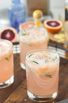 Sparkling Grapefruit Rosemary Cocktail- refreshing and delicious!
