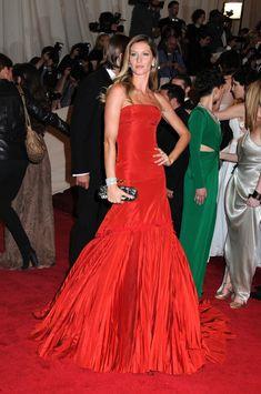 gisele-bundchen-red-alexander-mcqueen-dress-met-gala-2011.jpg (800×1206)