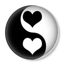 :) Yin / Yang symbol with heart. Complementary husband and wife. Thanks Daizo Arte Yin Yang, Ying Y Yang, Yin Yang Art, Cool Art Drawings, Easy Drawings, Drawing Sketches, Stone Drawing, Nature Design, Yin Yang Tattoos