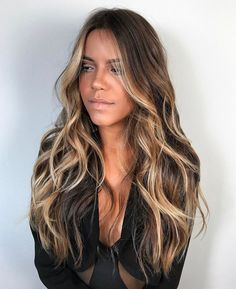 So perfect // hair inspiration // hair color // hair color idea Ombre Hair Color, Hair Color Balayage, Hair Highlights, Bayalage, Color Highlights, Face Frame Highlights, Black Hair With Blonde Highlights, Dark Brown Hair With Highlights Balayage, Balayage Lob