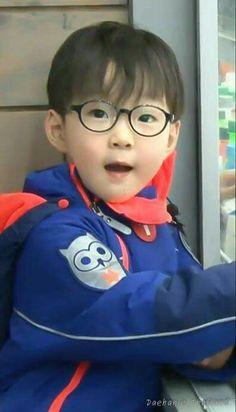 The little professor Song Daehan Song Il Gook, Triplet Babies, Superman Kids, I Miss You Guys, Man Se, Song Daehan, Song Triplets, Cute Songs, Baby Songs