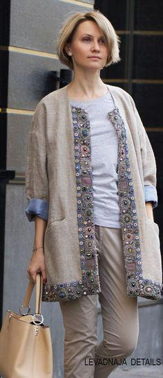 Кафтан LEVADNAJA DETAILS из льна, с нашей вышивкой.