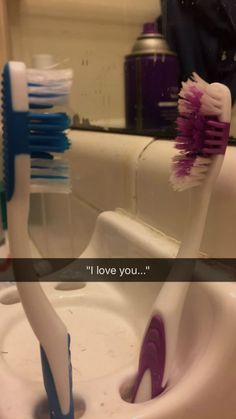 Viral: The love story between 2 toothbrushes with a happy ending