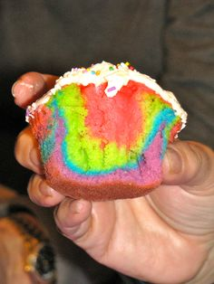 Neon cupcakes: a white cake mix with 1 &1/2 cups of 7up, split ...
