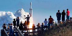 Емірати використовують частину нафтових грошей для фінансування своєї космічної програми. Уже в 2020 році країна планує відправити першу місію на Червону планету, а через 99 років мати там колонію, передає CNN.     На даний момент країна інвестувала $ 5,4 млрд в свою к�