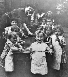 Louisville's first kindergarten class, Neighborhood House, Louisville, Ky., 1902