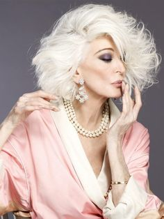 Older Women Fashion, Sexy Older Women, Classy Women, Sexy Women, Carmen Dell'orefice, Hommes Sexy, Ageless Beauty, Aging Gracefully, Facon