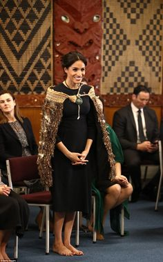 Meghan Markle and Prince Harry arrive in Rotorua for the final day of their marathon royal tour Meghan Markle Photos, Meghan Markle Style, Princesa Real, Princesa Diana, Princess Meghan, Prince And Princess, Prince Harry And Megan, Harry And Meghan, Adele
