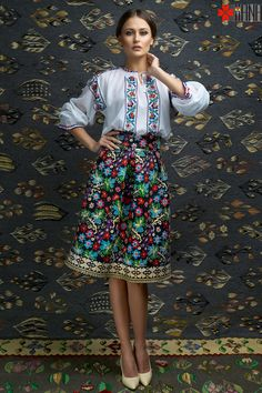 peasant blouse romanian blouse La Blouse Roumaine peasant handmade blouse… Witch Fashion, Folk Fashion, Ethnic Fashion, Womens Fashion, Beautiful Blouses, Beautiful Outfits, Stylish Girl, Fashion Shoot, Traditional Dresses