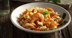 Fusilli with shrimp in a tomato basil sauce by Greek chef Akis Petretzikis! An aromatic pasta dish with shrimp and a rich tasting sauce, ideal for fasting! Greek Recipes, Raw Food Recipes, Seafood Recipes, Confectionery Recipe, Tomato Basil Sauce, Fusilli, People Eating, Shrimp Pasta, Serving Plates