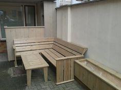 tuinset en plantenbak van steigerhout
