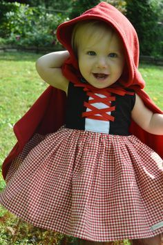 Guess what K is going to be this year for Halloween? Little Red Riding Hood! Isn't this costume precious? These pics are from . Costume Halloween, Couples Halloween, Baby Halloween, Halloween Makeup, Halloween Costume Patterns, Halloween College, Halloween City, Halloween Office, Halloween Recipe