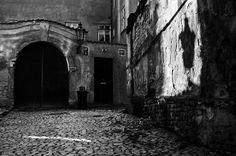 Pražská stínadla Daughter Of Smoke And Bone, Praha, Prague Czech, Dark Backgrounds, Shades Of Black, Czech Republic, Vintage Images, Music Artists, Light In The Dark