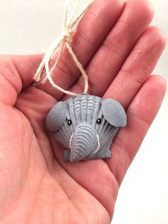 Seashell Painting, Seashell Art, Seashell Crafts, Beach Crafts, Stone Painting, Shell Animals, Elephant Crafts, Shell Ornaments, Painted Shells