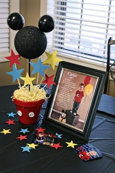 Flower pot Mickey, cute photo idea-but use 4 balloons for 4 yrs old, some cute games in post-Donalds duck pond (use ball pit balls instead of water), and diy clubhouse bean bag toss Mickey Mouse First Birthday, Mickey Mouse Clubhouse Birthday Party, 1st Birthday Parties, 2nd Birthday, Birthday Ideas, Fiesta Mickey Mouse, Mickey Mouse Parties, Mickey Party, Deco Disney