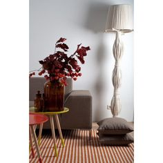 Ooit zo'n opvallende lamp gezien? Het is een echte eyecatcher van landelijke materialen.