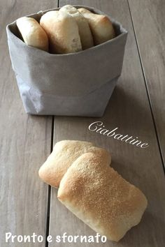 Zabaglione allo Champagne - pronto e sfornato My Favorite Food, Favorite Recipes, Focaccia Pizza, Bread Recipes, Cooking Recipes, Homemade Dinner Rolls, Salty Foods, Puff Pastry Recipes, Burger Buns