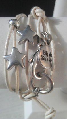 Bij de ZUSSEN Wikkelarmband wit stars - WitZandGrijs wonen, sieraden en mode