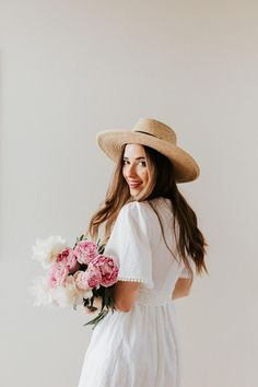 Gorgeous, light summer outfit with a white dress and straw hat.  #summerstyle #whitedress #dress