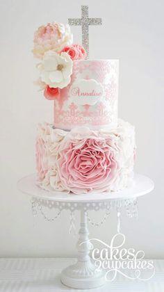 Hermoso trabajo de Cakes 2 cupcakes. Pastel para Primera comunión.