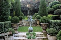 Garden With Statue And Boxwood Plants #gardeninglayout