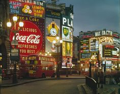 Piccadilly Circus at night, London, 1960 - photo by Elmar Ludwig Piccadilly Circus, Vintage London, Old London, London City, London 2016, London Today, London Bus, London Street, Coke