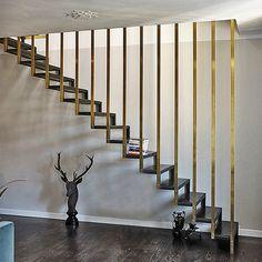 Edo's house par Pietro Russo - Rampe d'escalier en laiton doré | Seventies Chic