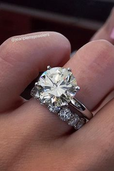 Best Diamond Wedding Rings For Real Women ★ diamond wedding rings solitaire simple round cut white gold Princess Wedding Rings, Wedding Rings Simple, Wedding Rings Solitaire, Diamond Engagement Rings, Wedding Bands, Diamond Wedding Sets, Wedding Advice, Halo Engagement, Princess Cut