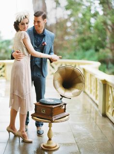 Throw a Gatsby-themed wedding with these tips!