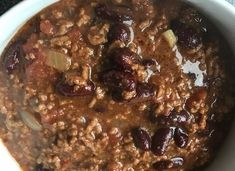 Slow Cooker Super Easy Chilli – the modern mrs beeton Slow Cooker Chilli, Slow Cooker Recipes, Easy Chilli, Chilli Paste, How To Make Jam, Mince Meat, Chilli Flakes, Super Easy, Really Cool Stuff