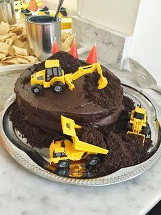 Utiliser l'assiette métallique pour le gâteau de Logan