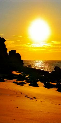 Shining Sun over Eco Beach Resort Kimberley Australia Beautiful Sky, Beautiful Beaches, Beautiful Landscapes, Beautiful World, Amazing Sunsets, What A Wonderful World, Photos, Pictures, Paisajes