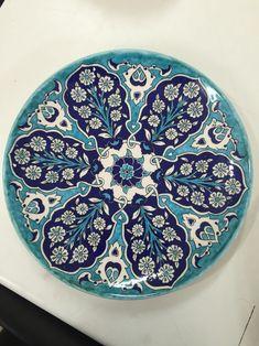 Turkish Tiles, Turkish Art, Antique Plates, Antique Items, Blue Pottery, Ceramic Pottery, Porcelain Ceramics, Ceramic Plates, Pottery Designs