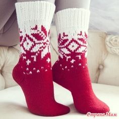 Ideas For Knitting Christmas Socks Knitted Slippers, Wool Socks, Slipper Socks, Sweater Knitting Patterns, Knitting Socks, Hand Knitting, Crochet Shoes, Knit Or Crochet, Winter Socks