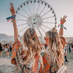 Coachella festival 2019 has begun. We're loving this look from a previous year. Outfit and hair goals. Coachella Festival, Coachella 2018, Music Festival Outfits, Festival Fashion, Coachella Quotes, Coachella Outfit Ideas, Coachella Pictures, Music Festival Hair, Coachella Hair