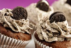 I thought I'd upload the recipe we used for the OREO Cookie Cupcakes on the show for those of you who either don't understand Greek or didn. Gourmet Cupcakes, Oreo Cookie Cupcakes, Cookie Frosting, Yummy Cupcakes, Chocolate Cupcakes, Köstliche Desserts, Delicious Desserts, Mini Oreo, Food Obsession