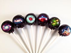 Artisanal confectionery shop LIQ NYC creates lollipops that are as beautiful as they are tasty. The novelty treats are edible works of art, infusing…