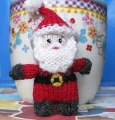 Tiny Santa Knitting Pattern  •  Free tutorial with pictures on how to make a rag dolls / a person plushie in under 70 minutes