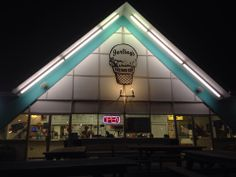 Best custard ever. Huuuge menu. Only open during the warmer months. I-L-L!