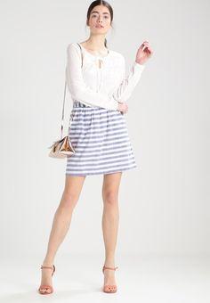 ¡Cómpralo ya!. Vero Moda VMINA Blusa snow white. Vero Moda VMINA Blusa snow white Ropa | Material exterior: 100% algodón | Ropa ¡Haz tu pedido y disfruta de gastos de enví-o gratuitos! , blusas, blusa, blusón, blusones, blouses, blouse, smock, blouson, peasanttop, blusen, blusas, chemisiers, bluse. Blusas de mujer color blanco de Vero moda.