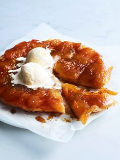 apple and vanilla tarte tatin ♡ INGREDIENTS 2 sheets frozen puff pastry, thawed ¾ cup caster sugar ¼ cup water unsalted butter, chopped 1 teaspoon vanilla bean p. Tart Recipes, Apple Recipes, Sweet Recipes, Baking Recipes, Dessert Recipes, Apple Desserts, Wontons, Cheesecakes, French Desserts