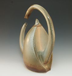Interesting and innovative design.  Curious about the offset of the handle and pouring spout. Can't tell from this view.