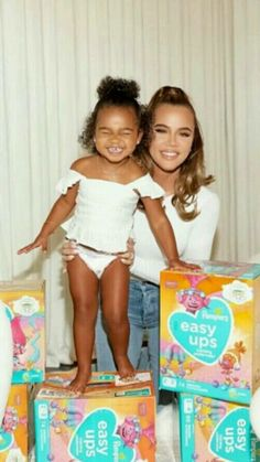 Kardashian Family, Kardashian Jenner, Jenners, Mom, Kids, Beauty, Stall Signs, Young Children, Boys